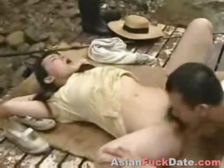 Porno Video of Chinese Couple Fucking In Public Park