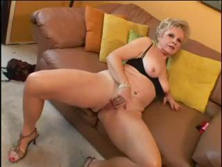 Porno Video of Hot Granny Get Fucked