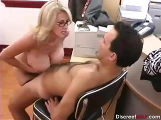 Sex Tubes of Hot Mature Secretary Seducing Younger Boss
