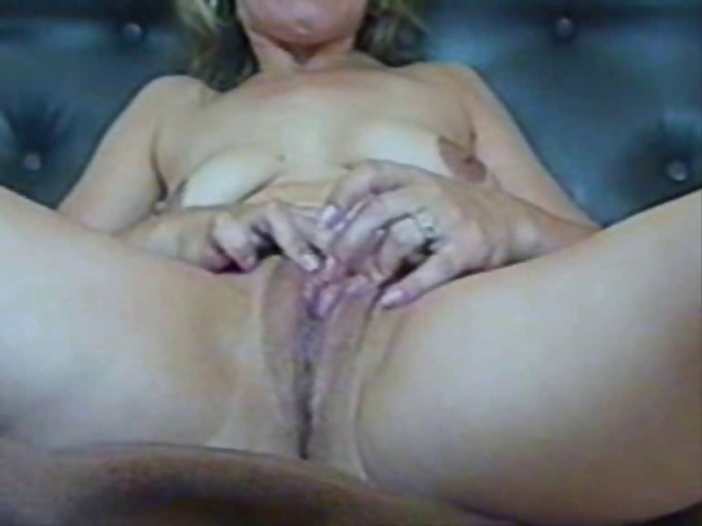 Porno Video of Mature Pussy(close-up View)-first Stretch And Then Fucking