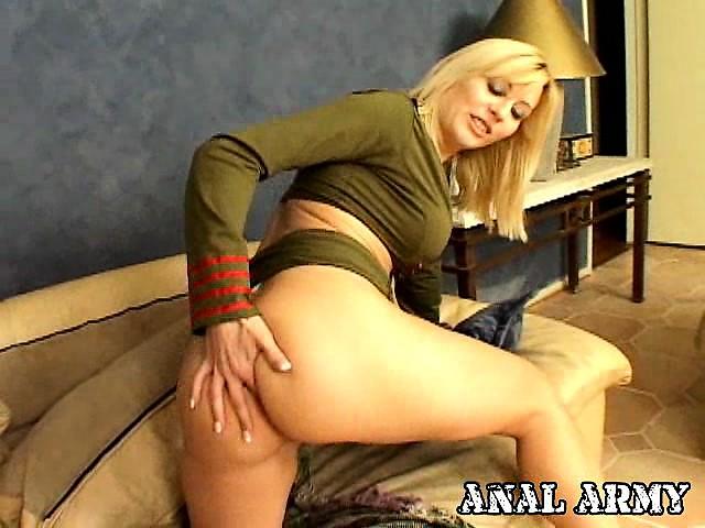 Смотреть порно медосмотр блондинок в армии