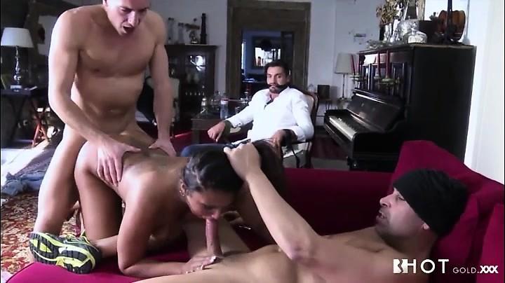 Порно грабители ебут жену