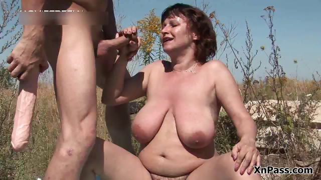 Porno Video of Fat Mature Slut Gets Her Hairy Pussy