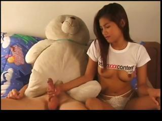 Porno Video of Thai Whore Gets A Facial