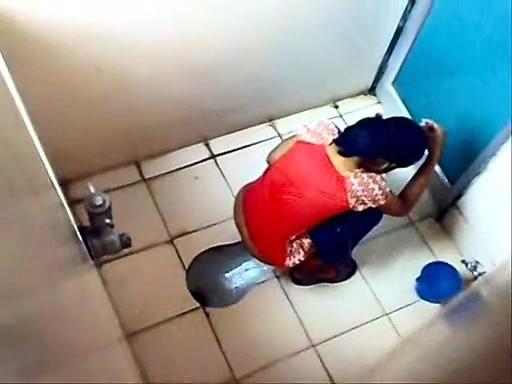 skritaya-kamera-na-dne-tualeta