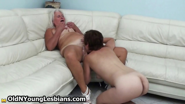 Porno Video of Mature Wife Gets Her Experienced Pussy