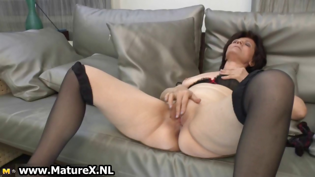 Sex Movie of Mature Housewife In Sexy Stockings