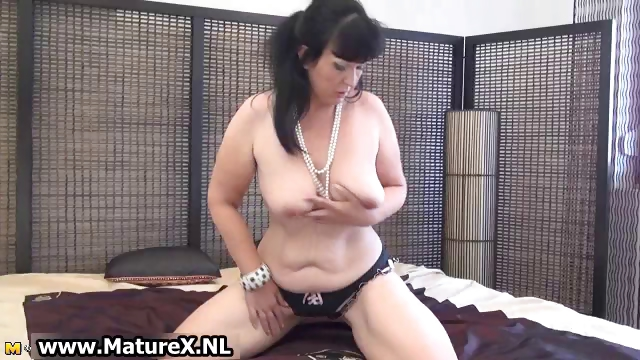 Porn Tube of Thick Mature Lady In Sexy Lingerie Loves