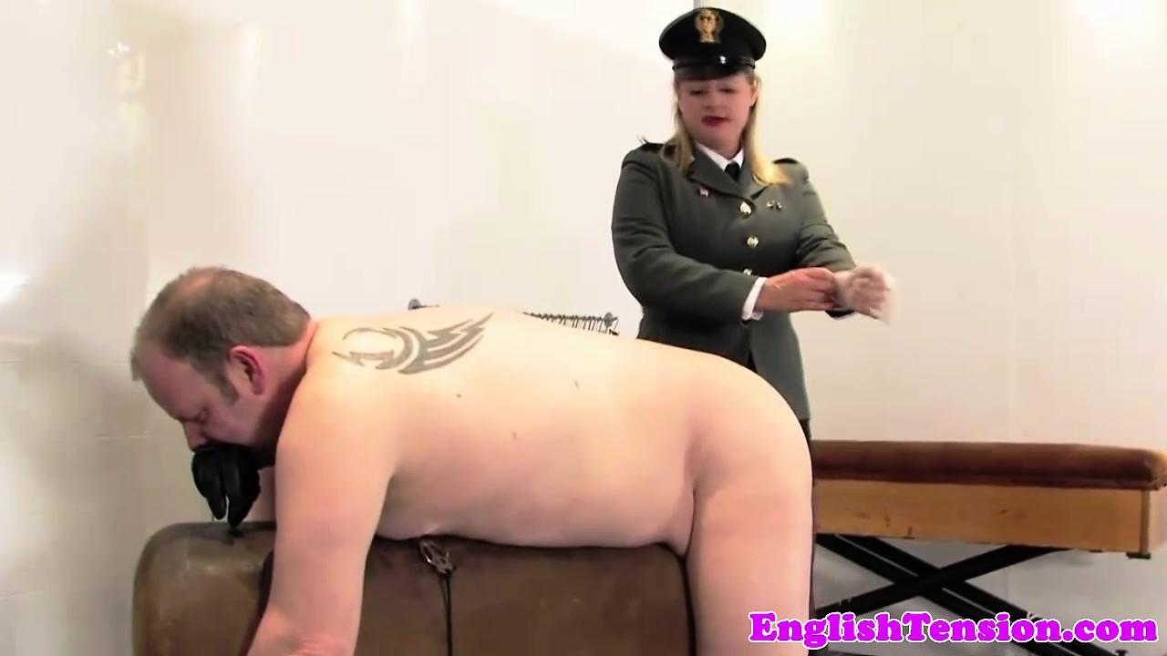 gospozha-politseyskaya-porno