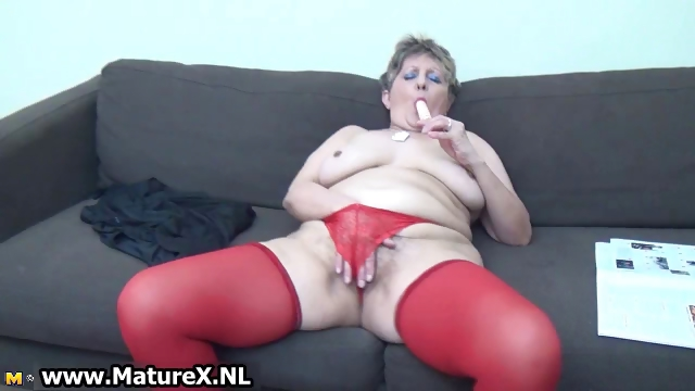 Porno Video of Mature Woman In Sexy Red Stockings