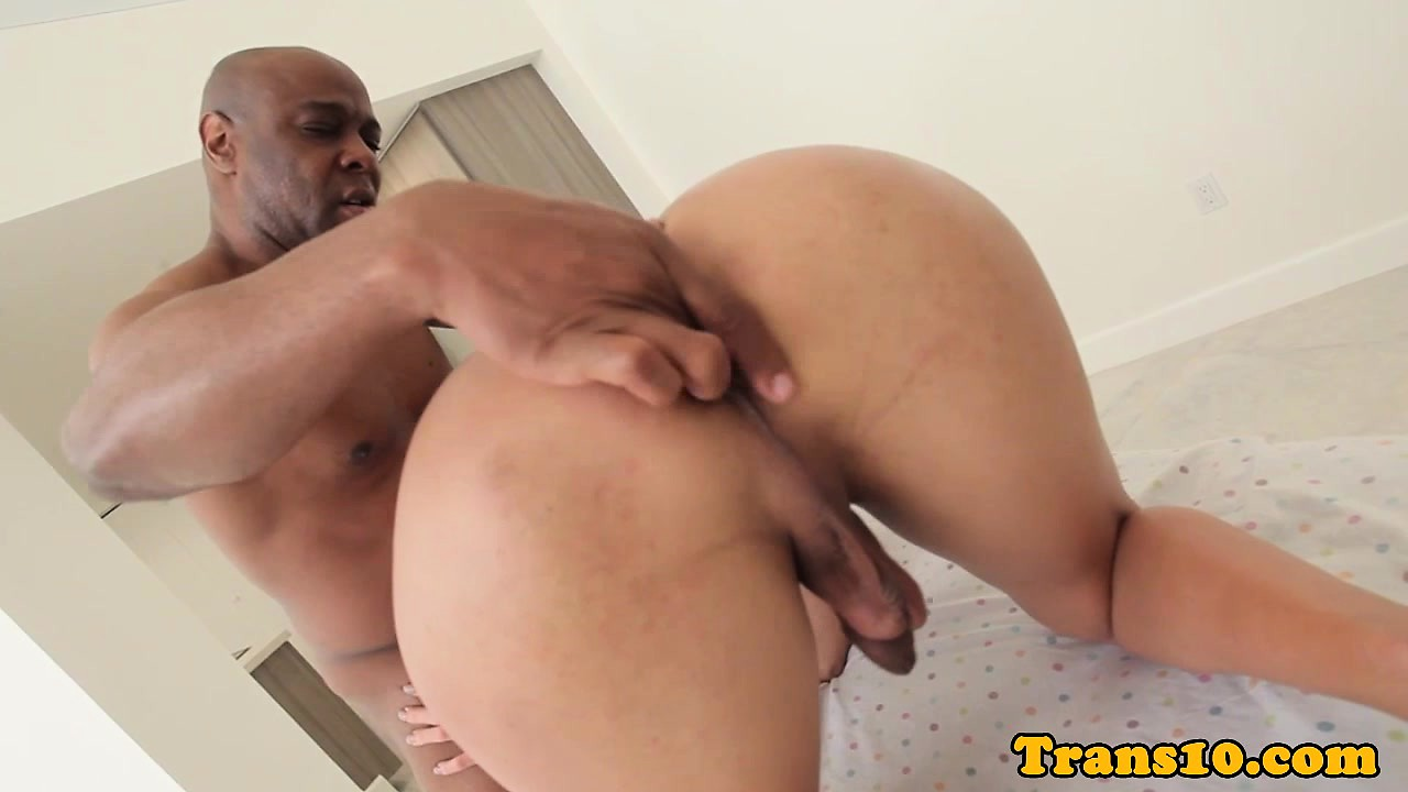 Cuckolding tranny plowed with back cock