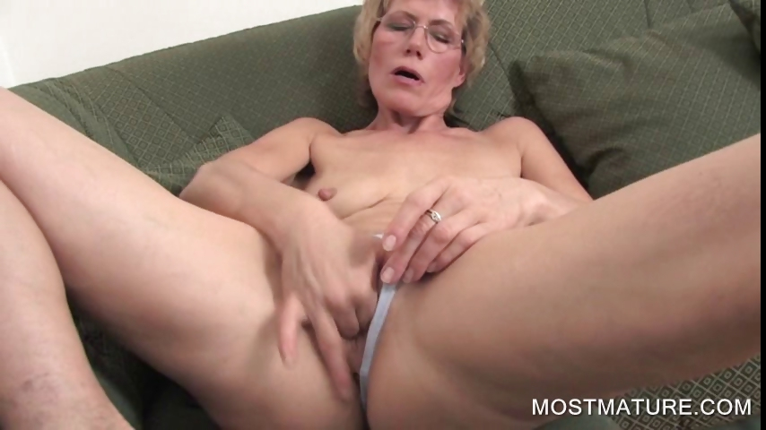 Porno Video of Mature Blondie Fingering Pussy