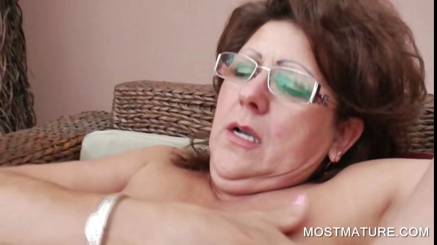 Porno Video of Three Mature Lesbos Rubbing Pussies
