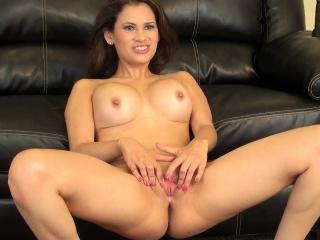 vanessa veracruz shows off her sublime body and fingers her juicy slit