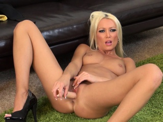 mesmerizing blonde milf with perky boobs diana doll pleases her pussy