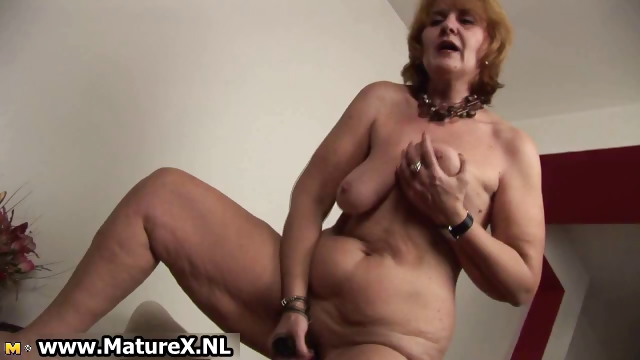 Porno Video of Old Naked Housewife Is Sucking Big
