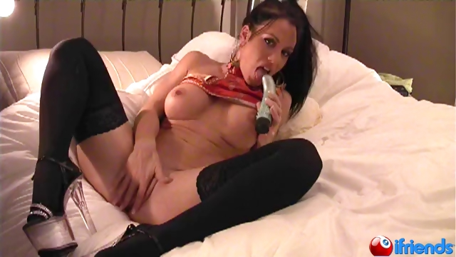 Sex Movie of Exotic Hottie Shows It All And Strokes Her Pussy