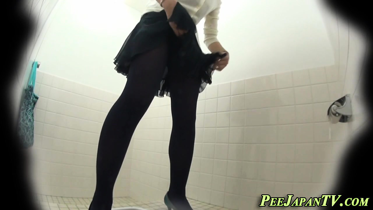 Hairy cunt asian pees