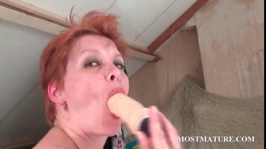 Porno Video of Bitchy Milf Masturbates Pussy In Bed