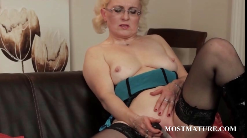 Porno Video of Mature In Glasses Vibrating Her Big Snatch