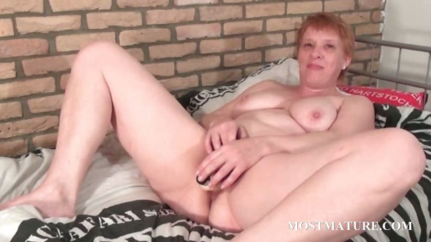 Porno Video of Cougar Vibrating Her Lusty Snatch
