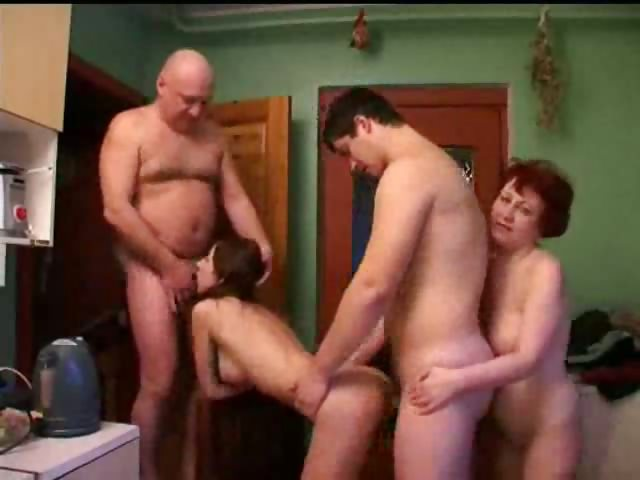 смотреть порно ролики отец мать и сын