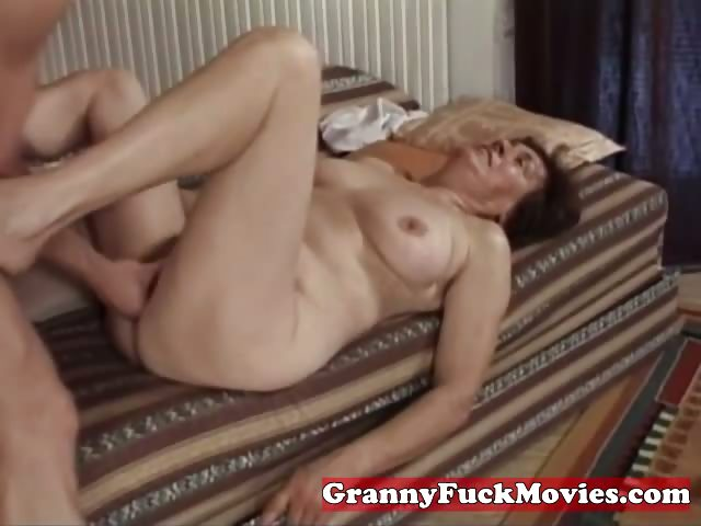 Porno Video of Hairy Granny Slit Fucked By Pro