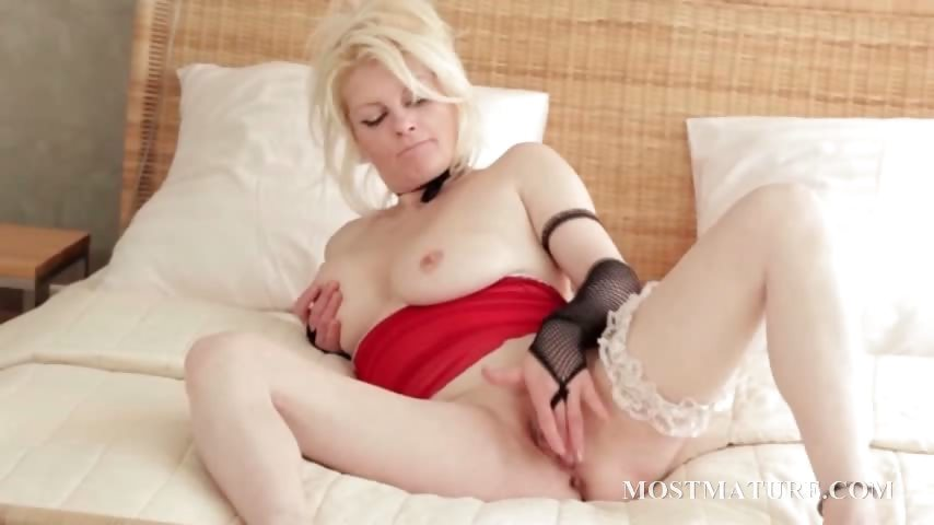 Porn Tube of Clit Rubbing With Mature Blonde Slut