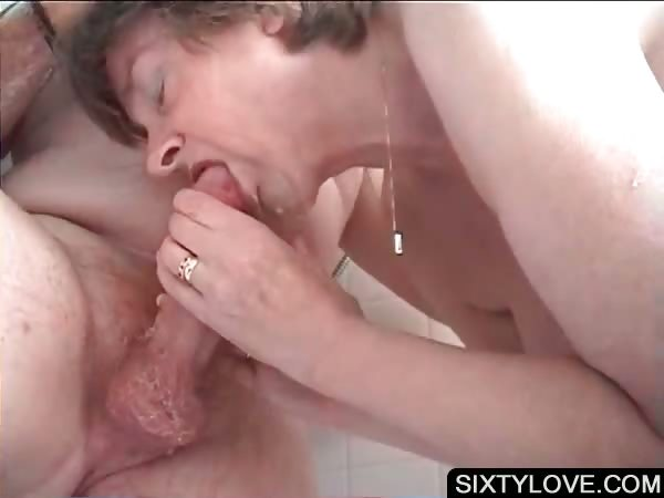 Porn Tube of Mature Gets Snatch Washed In Shower