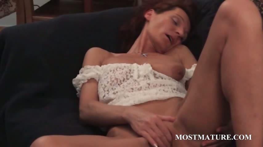Porn Tube of Slim Mature Vibing Her Horny Cunt