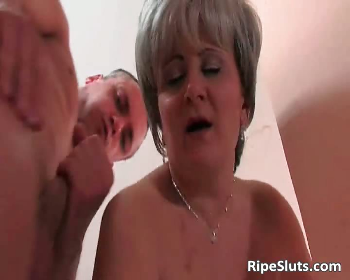 Porn Tube of Horny Mature Hooker Gets That Wet Cunt