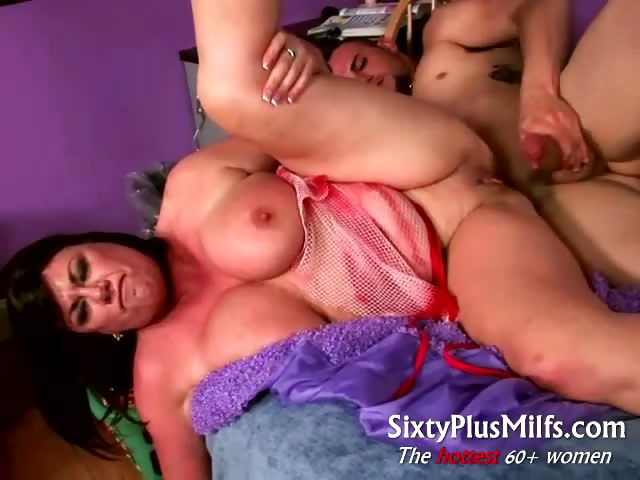 Porno Video of Pounding A Horny Granny Pussy