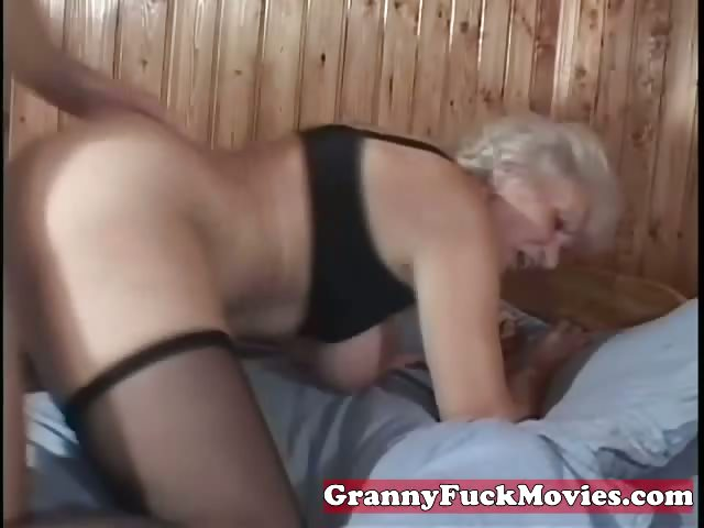 Porno Video of Mature Granny Pussy Poked