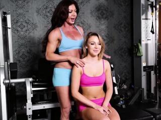 nina dolcie licks zoeys pussy in the gym