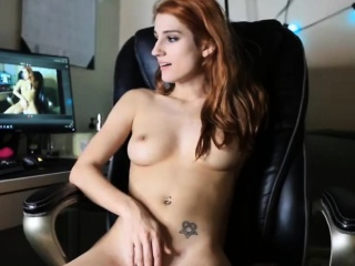 hot sexy shaved camgirl fucking self