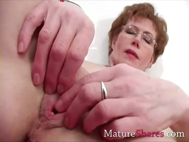 Porno Video of Fingering  Mature Alice