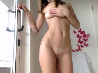 skinny yummy likes to play with your body