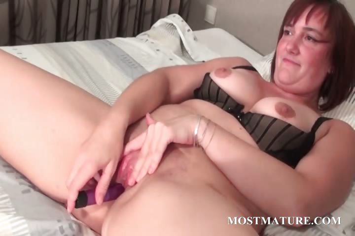 Sex Movie of Close-up With Mature Spreading Cunt