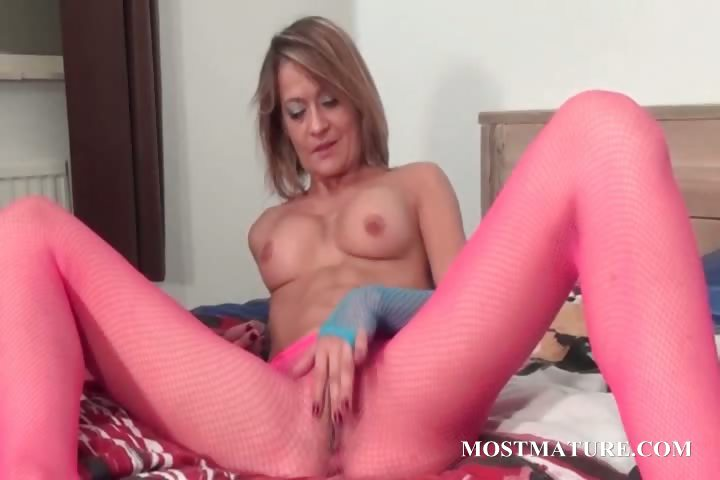 Porno Video of Mature Stunner In Pantyhose Rubbing Cunt
