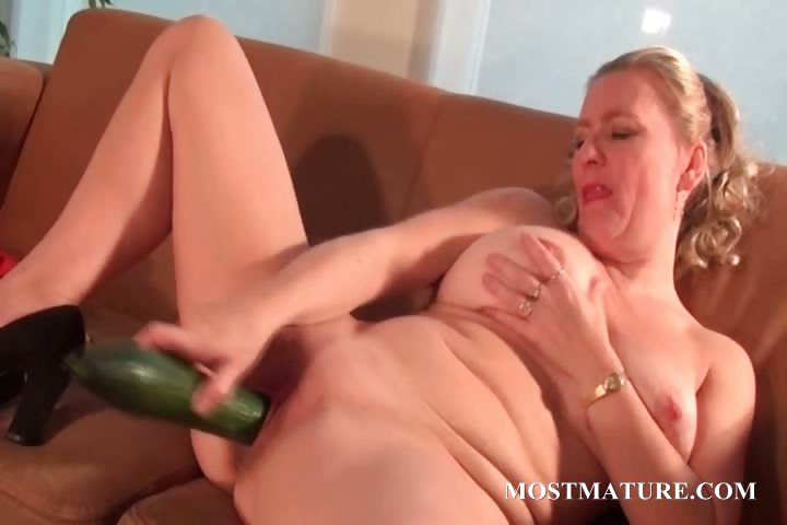 Porno Video of Nasty Mom Nails Her Snatch With A Cucumber