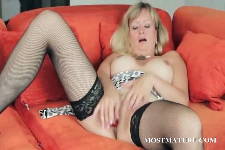 Porno Video of Blonde Mom Vibes Her Sexy Clitoris