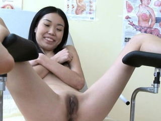 experienced girl can not live without touching hard