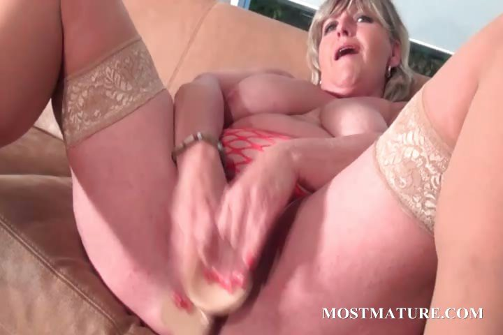 Porno Video of Mommy Dildoes Her Pussy With Lust