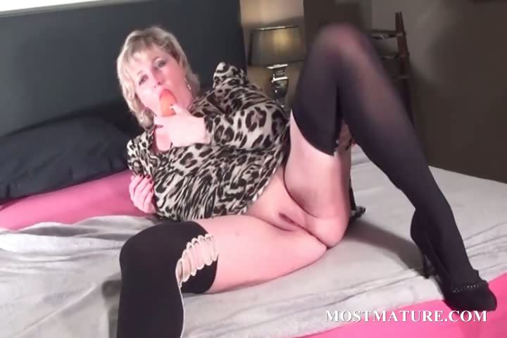 Porn Tube of Blondie Fucks Her Mature Twat With Dildo