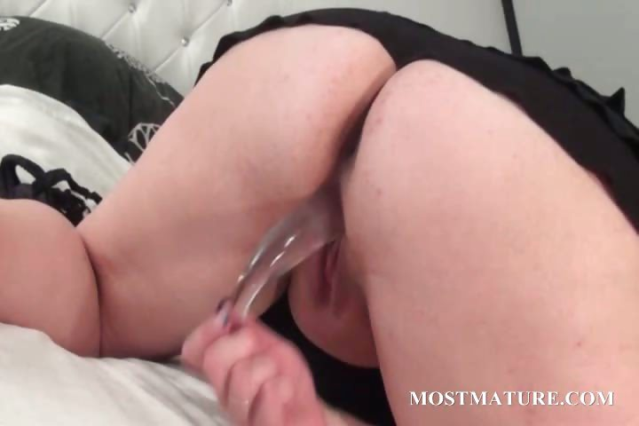 Porno Video of Excited Mature Slut Dildoing Her Quim