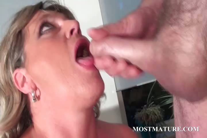 Porno Video of Mature Hot Mom Loves To Sucks Cock