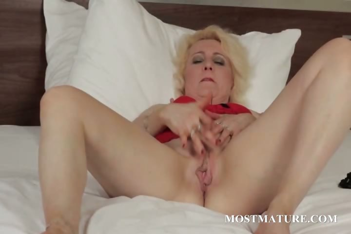 Porn Tube of Blonde Mature Spreads Wide Her Pussy