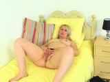 English milf Michelle stuffs her knickers up her cunny