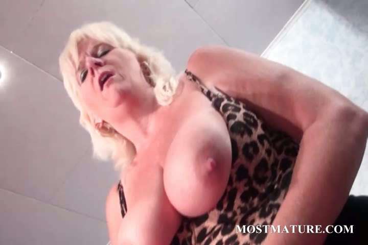 Porno Video of Mature Bitch Pleasures Cunt With Vibrator