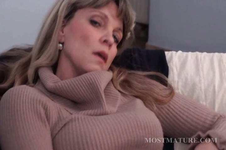 Porno Video of Blonde Mature Masturbates Her Hot Cunt